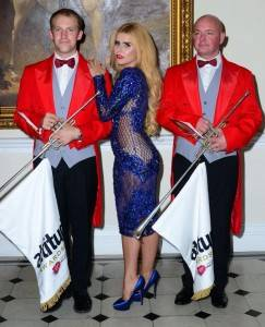 Paloma Faith Fanfare Trumpeters